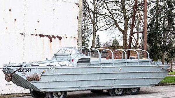 1943 GMC DUKW 353 (Image: Bonhams.com)