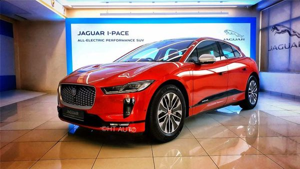 The Jaguar I-Pace bears a smooth flowing design right from head to tail.