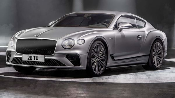 The Continental GT has a very noticeable bump up in power output over its predecessor. Coupled with audacious torque of 900 Nm, the luxury car fires to 100 kmph in heart-stopping 3.5 seconds. The top speed is set at 335 kmph.