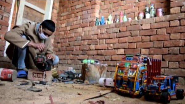 Shahid at his room-turned workshop. (Image: TRTWorld)