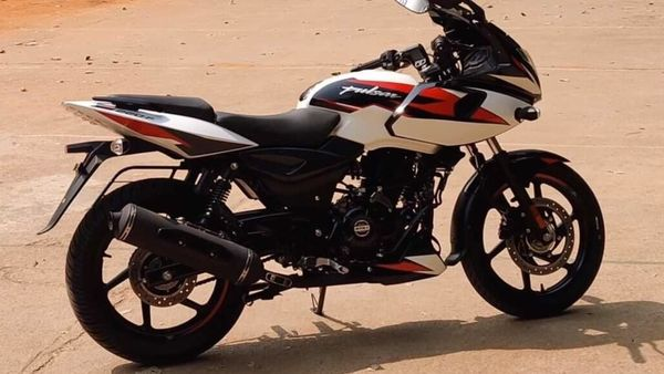 The Bajaj Pulsar 220F will receive two new colours very soon. Image Credits: YouTube/ Jet Wheels