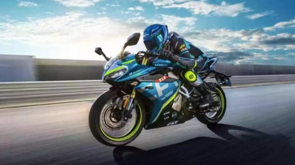 The racing livery on the 250SR features attractive decals on the fairing, engine cowl, and side panels.
