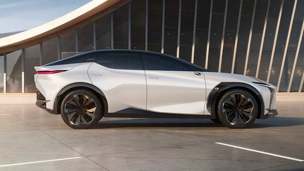 The LF-Z is able to travel up to 600 km on single charge thanks to a 90 kWh battery that can be charged with a 150 kW charger.