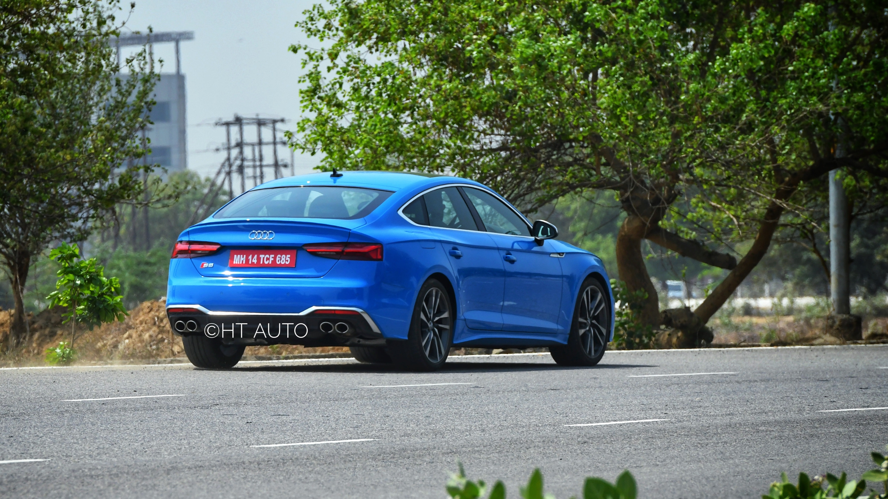 Quattro permanent all-wheel drive with a self-locking center differential makes S5 Sportback remain in control regardless of how much one is pushing it to its extremes.