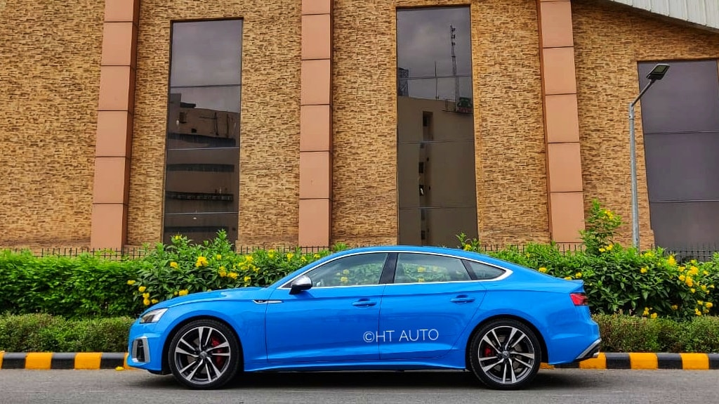 A low-slung side profile of Audi S5 Sportback, complete with its tapering roofline, helps it get an aggressive look.
