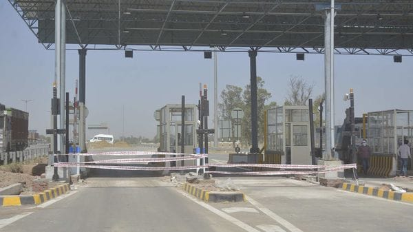 A view of the toll booth on Delhi-Meerut Expressway near the Eastern Peripheral Expressway, at Dasna, in Ghaziabad. (File photo)