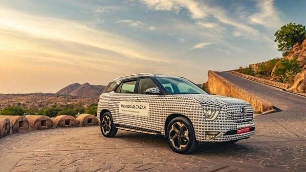 Hyundai Alcazar is set to hit Indian roads soon. The SUV is seen here with its camouflage firmly in place.