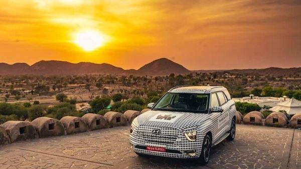 Alcazar has a wide presence from the front but a closer look reveals some elements which are similar to the Creta.