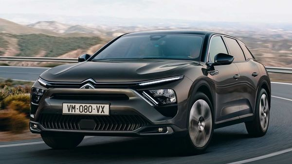 Citroen has unveiled its new C5 X flagship at a global premier. It is inspired by the CXperience concept car it showcased in 2016. The new flagship will help Citroën to return to the D segment after a gap of four years.