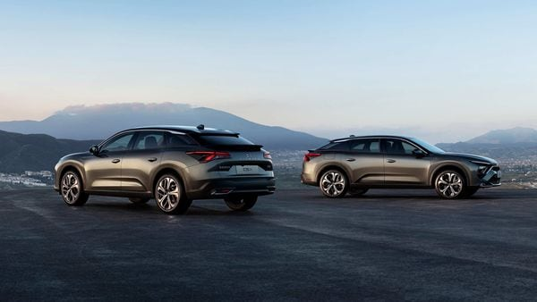 Citroen debuts C5 X, its latest flagship SUV, with plug-in hybrid.