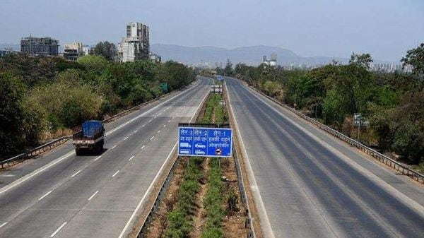 The expected total cost of the expressway project is ₹35,000 crore, of which, the NHAI will spend ₹10,000 crore on land acquisition for a 300km stretch in Punjab. (HT file) (HT_PRINT)