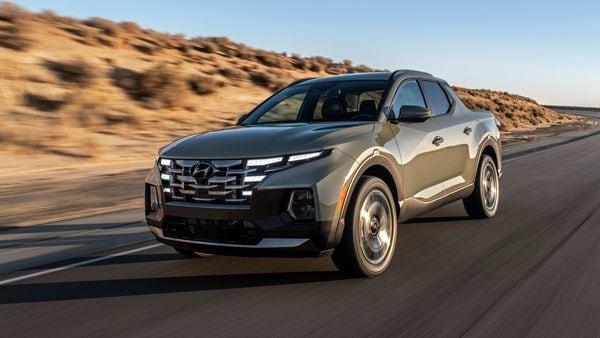 2022 Hyundai Santa Cruz pick-up truck made its global debut on April 15.