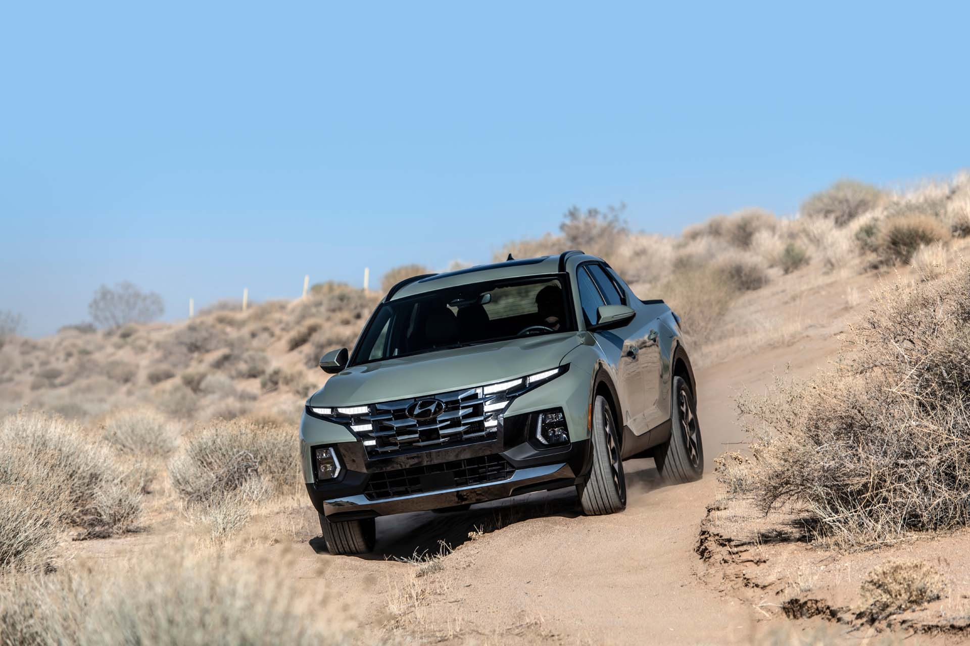 The Hyundai Santa Cruz will stand on either 18-inch or optional 20-inch alloy wheels. The wheelbase of the four-door pick-up is 3,005 mm.