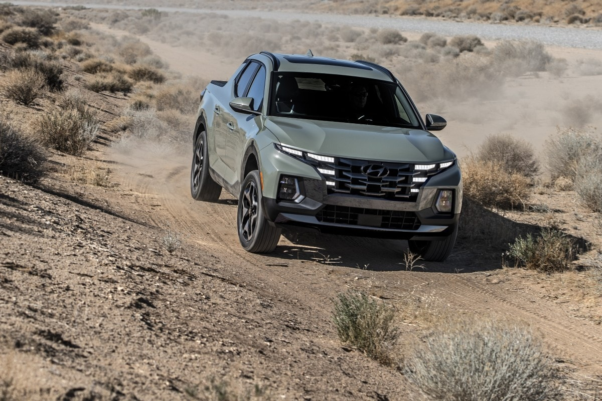 The Hyundai Santa Cruz comes with front or four wheel drive with the same HTRAC control unit used in the fourth generation Hyundai Santa Fe SUVs.