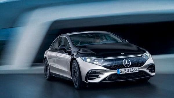 Mercedes-Benz sales in China hit 220,520 vehicles in the quarter, a rise of 60%, and outmatched the German carmaker's performance in Europe where they were up 1.8% to 192,302.