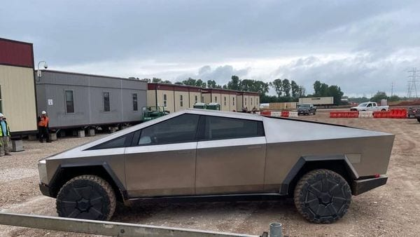 Tesla CEO Elon Musk arrived at the Texas gigafactory in this Cybertruck. (Photo courtesy: Twitter/@Model3Owners)
