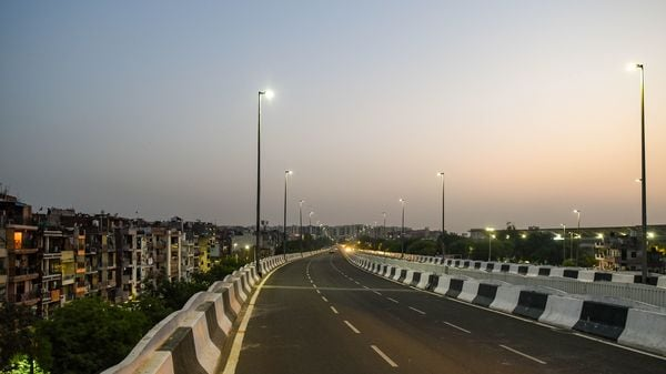 New Delhi, India - April 18, 2021: A deserted view of Barapulla flyover during the weekend curfew in New Delhi, India, on Sunday, April 18, 2021. (Photo by Amal KS/ Hindustan Times) (Amal KS/HT PHOTO)