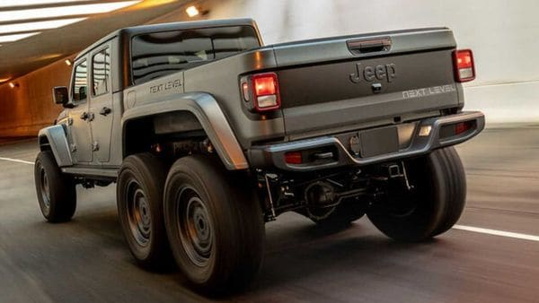 The Jeep Gladiator 6x6 by Next Level looks cleaner and more OEM manufactured model rather than a beefed-up modified midsize Jeep pickup truck. (Image: Next Level)