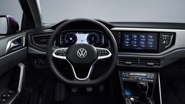 The multifunction steering wheel also has a new design. It looks similar to the one found in a Volkswagen Golf.