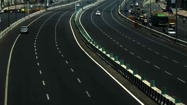 Nitin Gadkari asks highway builders to form fund to finance road projects. (File photo)