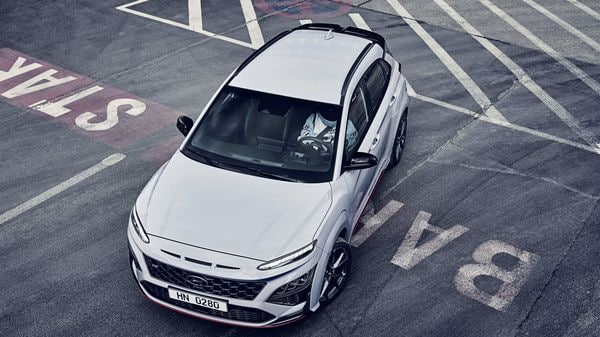 The Hyundai Kona N comes with a slight revisions of the dimensions, being 4.21 meters long, 1.8 meters wide and 1.56 meters high, with the wheelbase measuring 2.6. meters.