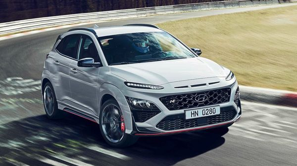Hyundai has unveiled 2021 Kona N, the sporty, performance version of the popular compact SUV from the Korean manufacturer. Kona N is the first Hyundai model with high wheels to embrace the sporting philosophy of the N range.