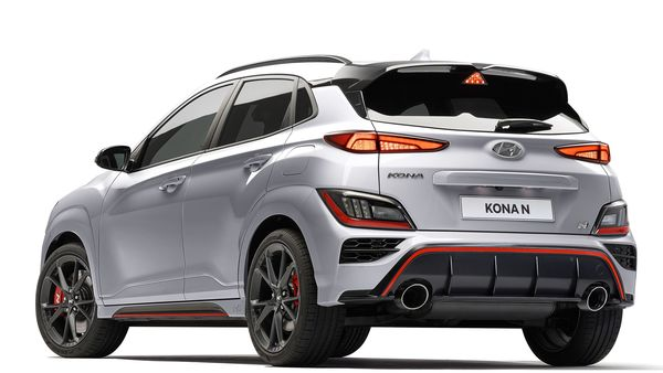 The tail of the Kona N is characterised by the generous spoiler divided into two parts and the two large tailpipes.The 2021 Kona N SUV stands on new 19-inch alloy wheels with dedicated design and finish.