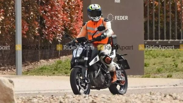 The updated KTM 390 Duke is likely to break cover later this year. Image Courtesy: RideApart