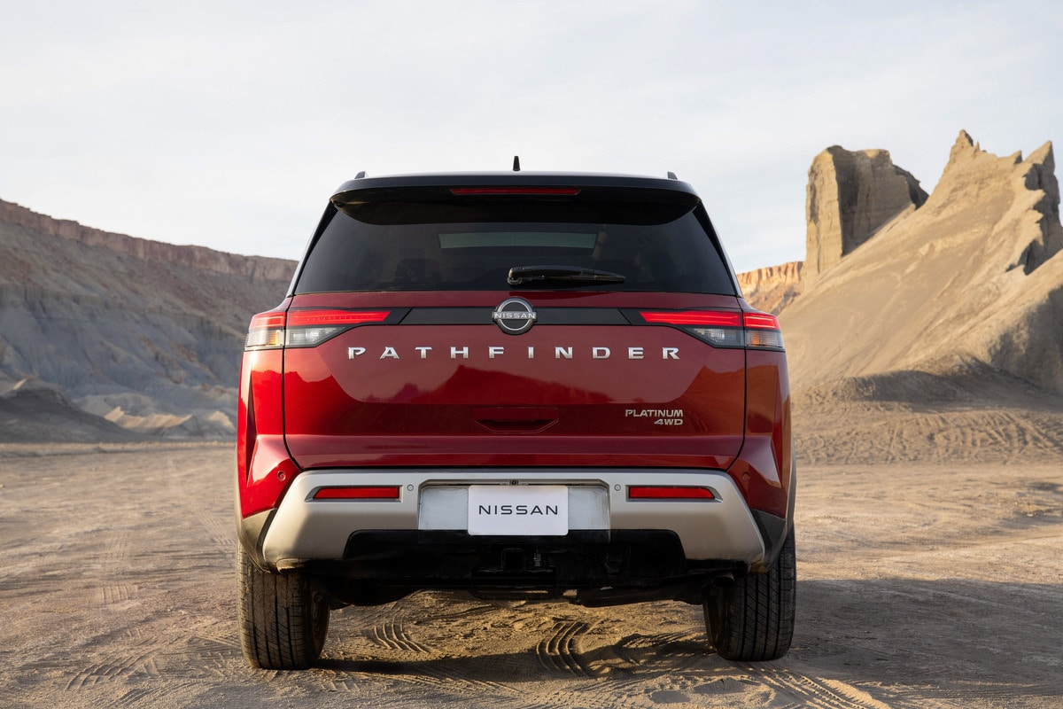 At the rear, the LED taillights are slimmer than the previous design. The boxed out liftgate returns to the boldness of the first Pathfinder, including the oversized, satin chrome Pathfinder badging.