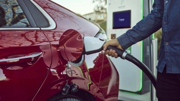 Several automobile companies around the world are focusing on introducing solid-state batteries.