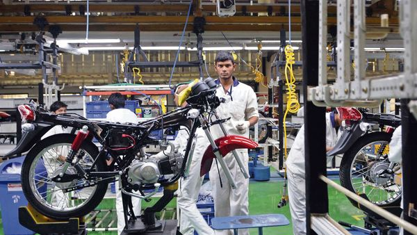 Hero MotoCorp has decided to extend suspension of production to May 9, due to the surge in covid-19 cases. (MINT_PRINT)