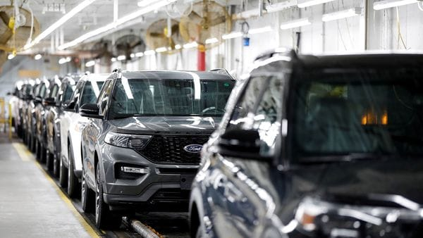 FILE PHOTO: 2020 Ford Explorer SUVs (REUTERS)