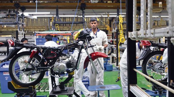 Hero MotoCorp has decided to extend suspension of production to May 16, due to the surge in covid-19 cases. (MINT_PRINT)
