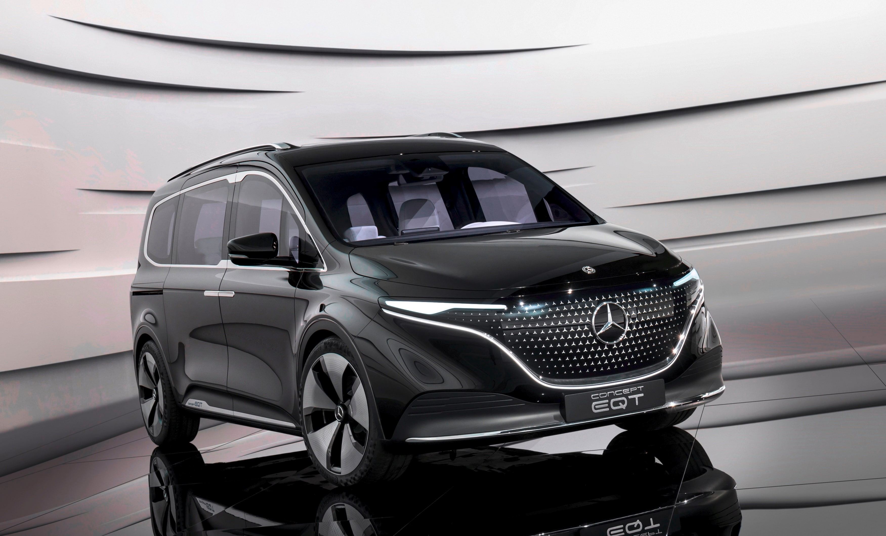 The Mercedes EQT Concept is likely to get a 102 PS electric motor with a 44 kWh battery pack. It is claimed that the EQT can cover around 265 kilometers on single charge.