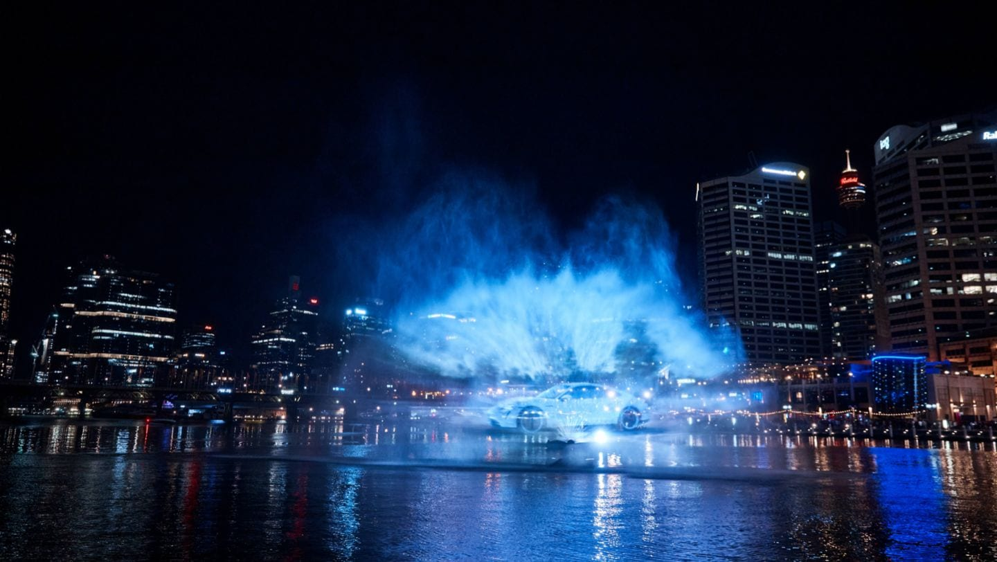 The famous Darling Harbour in Sydney recently played backdrop to an innovative water projection featuring the new all-electric Taycan. Over the course of one night, thousands of people witnessed the eye-catching spectacle playing out over the harbour.
