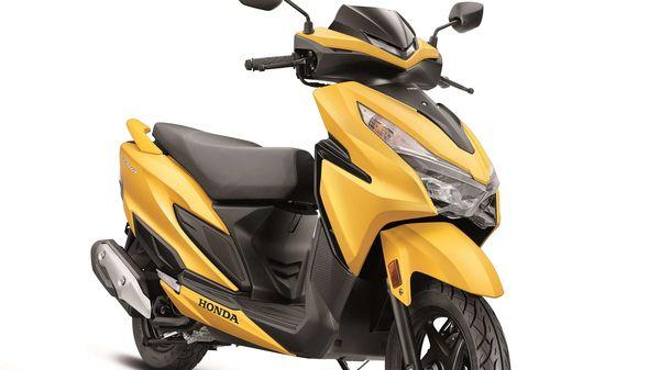Honda Grazia BS 6 rivals other 125 cc scooters such as the TVS NTorq 125, Suzuki Access 125 and Hero Destini 125.