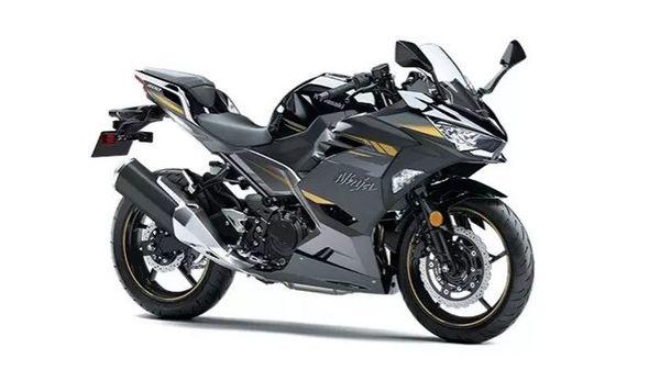 Kawasaki Ninja 400 is underpinned by a steel trellis frame.