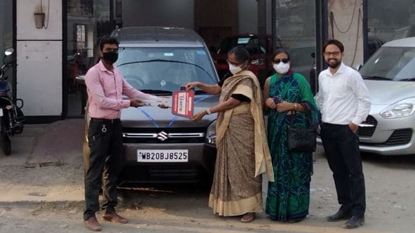 File photo of customers taking delivery of a new Maruti Suzuki car during Covid-19 times.