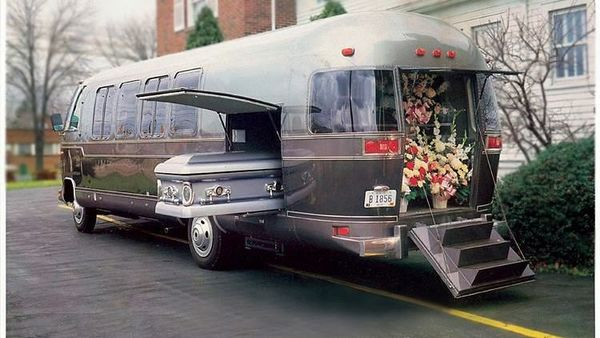 1982 Airstream excella 280 funeral coach (Image courtesy: Facebook Marketplace listing by Sam T'ang)
