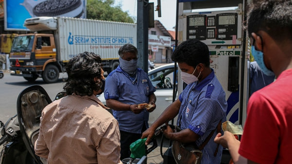 With the relentlessly increasing fuel prices, petrol price had already crossed ₹100 per litre in some districts of Maharashtra, Madhya Pradesh and Rajasthan. (Bloomberg)