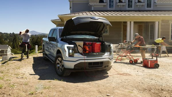 The towing capacity of the F-150 Lightning, an important characteristic in pickup trucks, is 4,535 kgs.