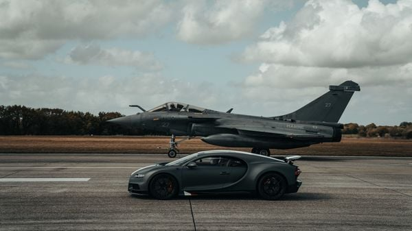 At first, the Bugatti Chiron Sport accelerated from zero to 100 kmph in 2.4 seconds and touched 200 kmph in 6.1 seconds. It went to 300 kmph in over 13 seconds and after half a minute it was racing at a speed of 400 kmph whereas 150 meters, the fighter jet reached 165 kmph initially and stayed behind and reached 210 kmph when it reached 350 metres mark on the tarmac.