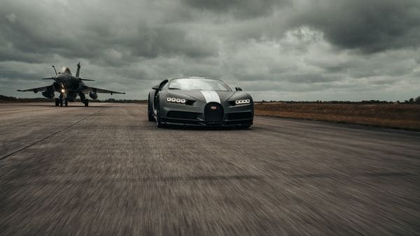 After staying behind the Chiron for some time, the fighter plane took off after 450 meters at a ground speed of around 260 kmph, leaving behind the hypercar on the tarmac.