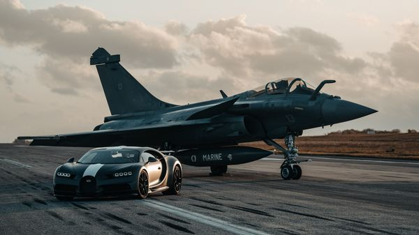 A drag race usually takes place between equals but when a Bugatti Chiron Pur Sport takes on a Dassault Rafale fighter jet, it becomes a race to remember. This event took place at Dassault's headquarters in France recently.