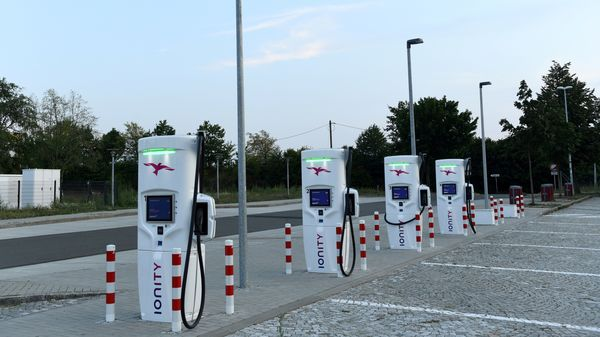 Ofgem said motorway service areas and trunk road locations across the country will get the cables they need to install 1,800 new ultra-rapid charge points for electric vehicles. (File photo used for representational purpose only) (REUTERS)