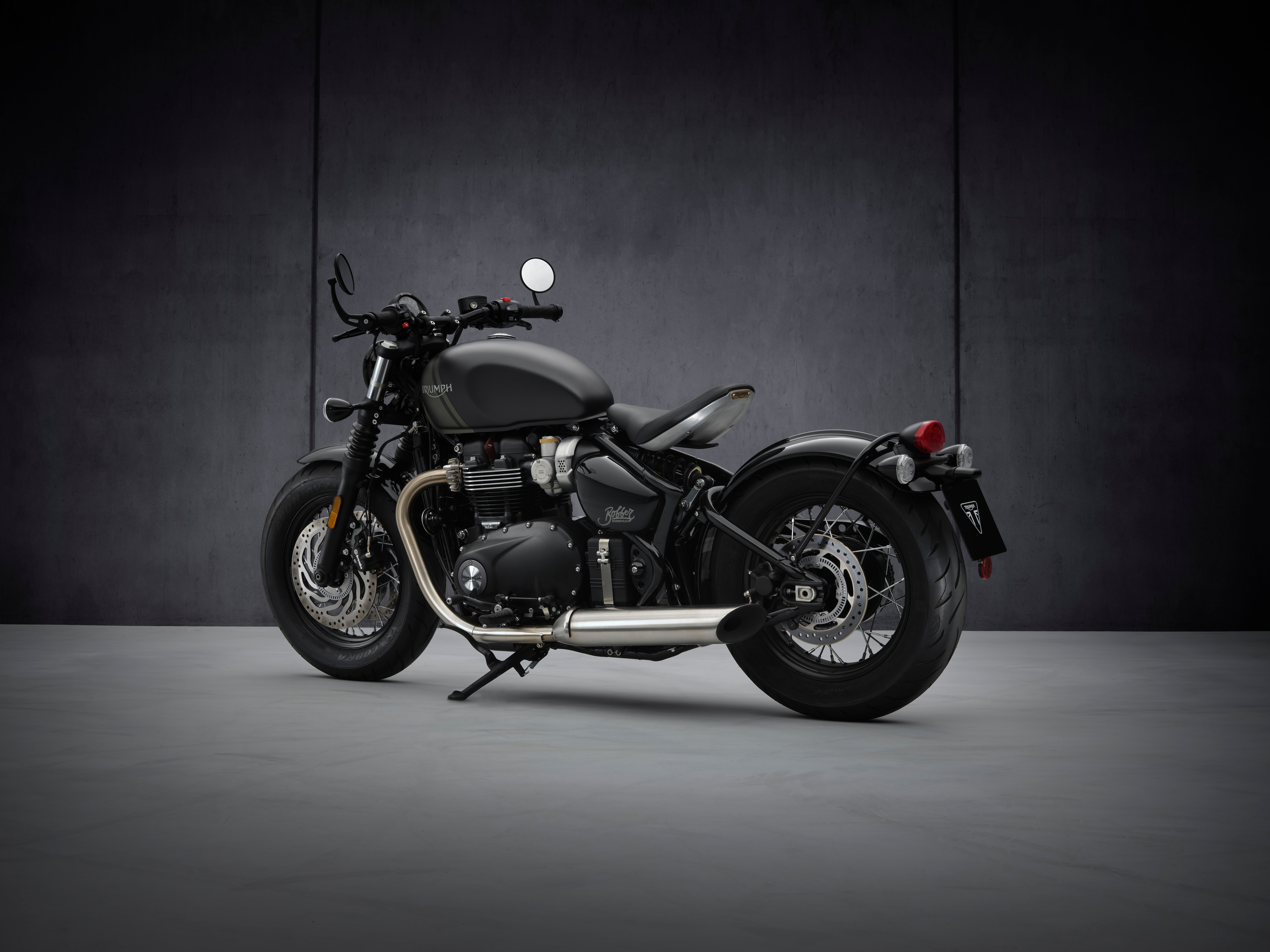 The new Bobber is offered with a Euro 5-compliant 1200cc, high-torque British twin engine. Output from this engine stands at 106Nm and 78PS.