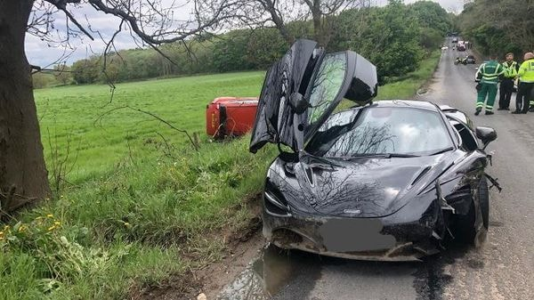 A damaged McLaren after an unfortunate road accident in UK's Huddersfield. (Image courtesy: Twitter/@WYP_RPU)
