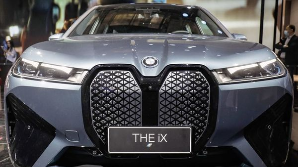 As legacy automakers move to electric powertrains, they're re-inventing the grille in ways both familiar and strange. Image: BMW iX
