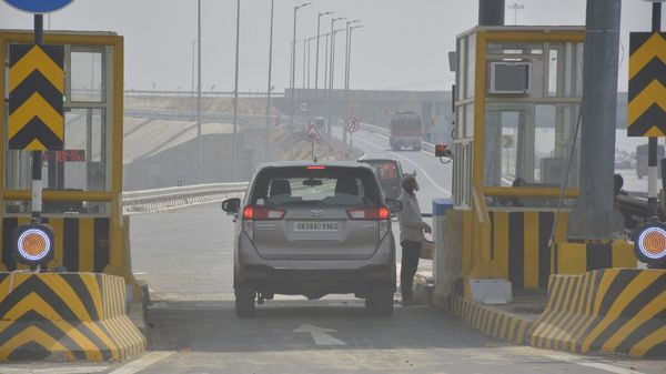A view of a toll plaza on Delhi-Meerut Expressway in Ghaziabad. (Photo by Sakib Ali /Hindustan Times)