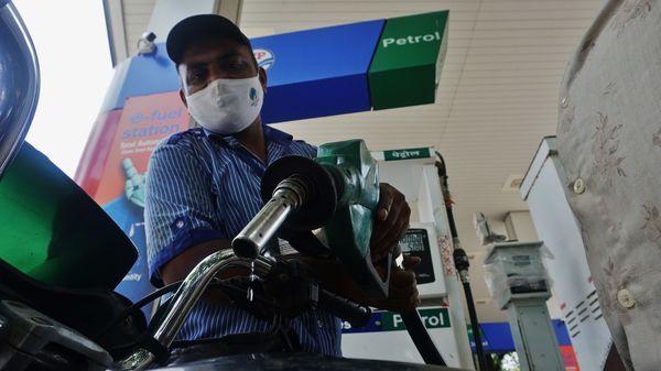 Drops of automotive elixir: A petrol pump staff fills petrol tanks of motorists in Thane. (HT file photo)